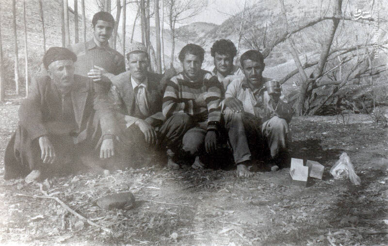 شهید جواد افراسیابی(نفر سوم از راست)