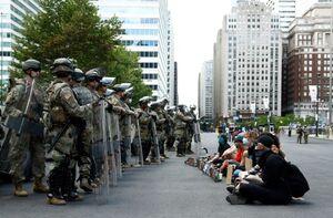 ارتش علیه مردم شد+عکس