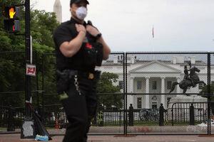 عکس/ نصب دیوار امنیتی بیرون کاخ سفید