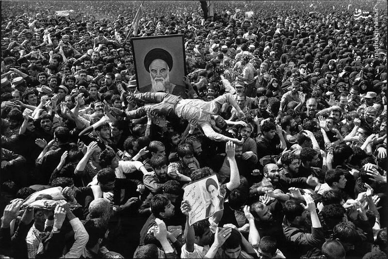 تصاویر تاریخی از تشییع پیکر مطهر امام خمینی(ره)