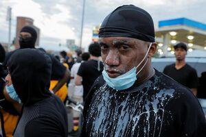 فیلم/ اقدام زیبای سیاه پوستان در تظاهرات