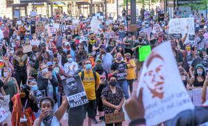 فیلم/ حمایت کادر درمانی نیویورک از معترضان