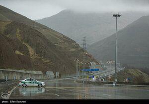 کاهش ۲.۸ درصدی تردد در جادههای کشور/قطعه ۴ آزادراه تهران-شمال مسدود شد