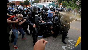 خشونت پلیس در قبال معترضین سوئدی +فیلم