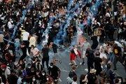 عکس/ باران گاز اشکآور بر سر مردم