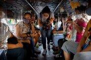 عکس/ فاصله گذاری متفاوت در اتوبوس