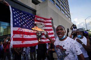 ۵۰ ایالت و ۵۸۰ شهر درگیر آشوب/ آخرین جزئیات از اعتراضات سراسری در آمریکا +عکس و فیلم