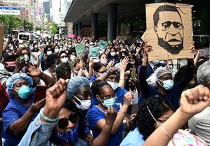 تجمع اعتراضی کادر درمانی نیویورک به نژادپرستی در آمریکا