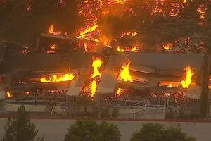 تصاویر جدید از آتشسوزی در شرکت آمازون