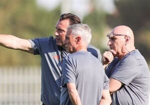 مسئول دفتر ویلموتس با لباس تیم ملی فوتبال در تمرین چه میکرد؟