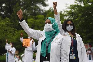 عکس/ پیوستن کادر درمانی آمریکا به صف معترضان
