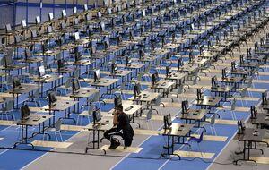 عکس/ حضور یک دانشجو در امتحانات دانشگاه