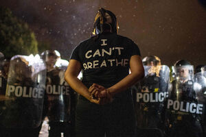 فیلم/ بازداشت گسترده معترضان به نژادپرستی در کالیفرنیا