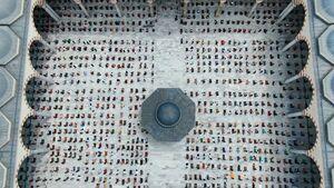 تصویرهوایی زیبا از برگزاری نماز جماعت