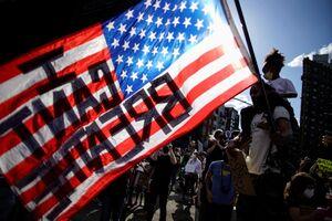 فیلم/ رمز وحدت معترضان علیه نژادپرستی