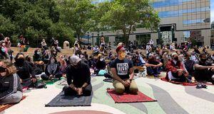 نماز جمعه در کنار تظاهرکنندگان آمریکا +عکس
