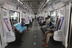 عکس/ رعایت فاصله اجتماعی در مترو اندونزی