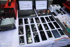 عکس/ تلفنهای کشف شده از سارقان تهران