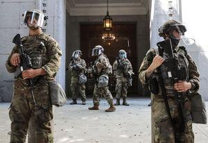 پای گروههای مسلح هم به اعتراضات آمریکا باز شد +عکس