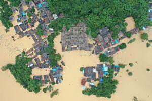 عکس/ جاری شدن سیل مرگبار در چین