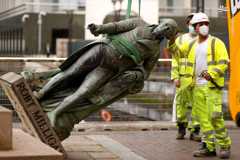 برچیدن تندیس رابرت میلیگان(تاجر برده قرن هجدهم) در لندن
