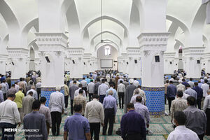 عکس/ اقامه نماز جمعه با رعایت پروتکلهای بهداشتی در یزد
