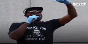 فیلم/ قهرمان سابق بسکتبال آمریکا در جمع معترضان