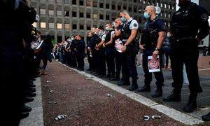 فیلم/ شیوه اعتراض پلیس فرانسه به وزیر کشور