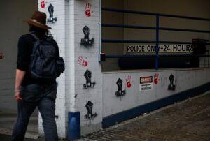 فیلم/ چهره اعتراضی در و دیوار شهر سیاتل