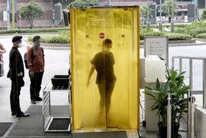 عکس/ تونل ضدعفونی کننده در جاکارتا