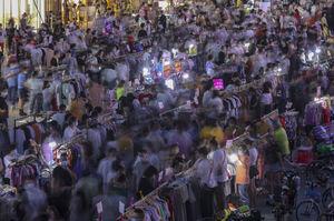 عکس/ ازدحام جمعیت در بازار ووهان