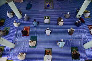 عکس/ رعایت فاصله اجتماعی در مساجد تایلند