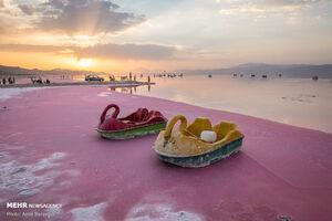 عکس/ دریاچهای به رنگ صورتی