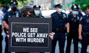 فیلم/ پلیس آمریکا به سفیدپوستان هم رحم نمیکند