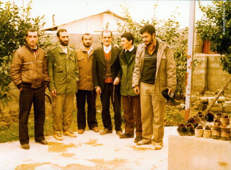 شهید حجتالله امیرصوفی(نفر اول از راست)