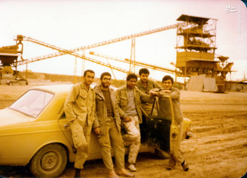 شهید حجتالله امیرصوفی(نفر دوم از راست)