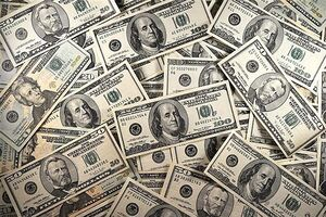 تجمع معاملهگران ارز مقابل بانک مرکزی