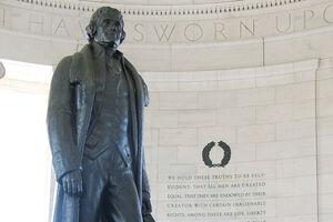 فیلم/ مجسمه سومین رئیسجمهور آمریکا هم سقوط کرد!