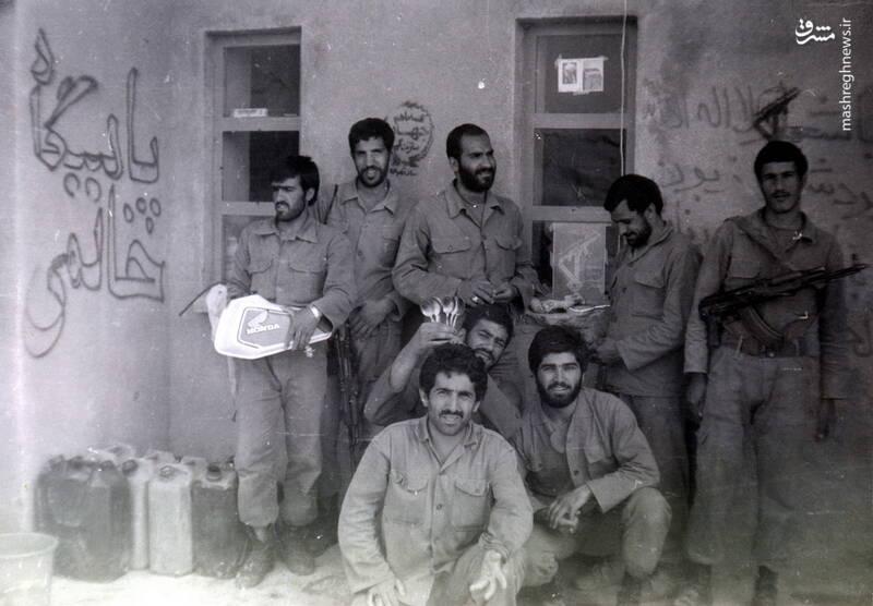 شهید عبدالرضا امینی(ایستاده، نفر اول از چپ)