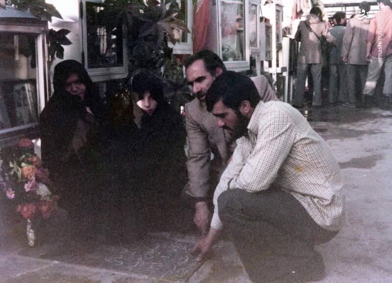 شهید عبدالرضا امینی(با پیراهن سفید)