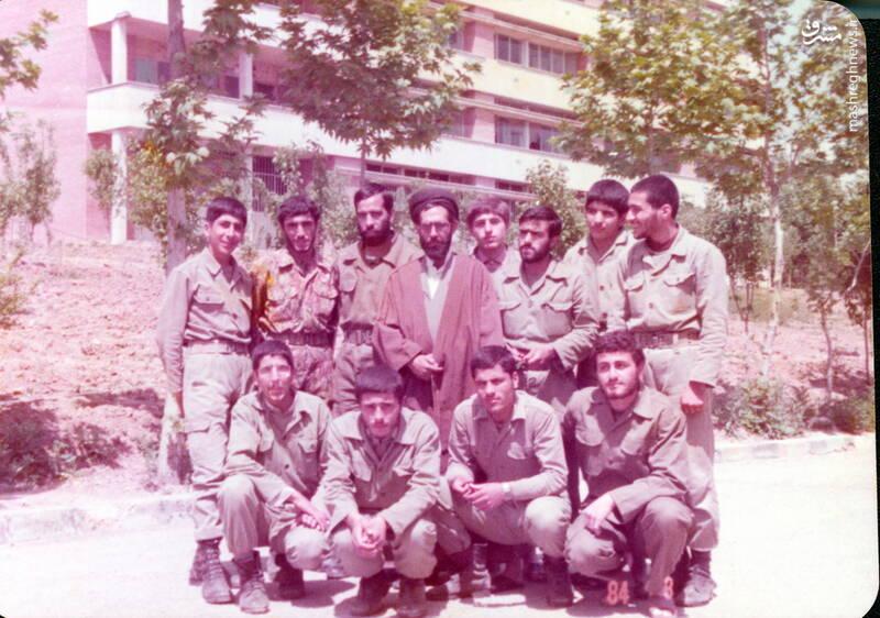 شهید عبدالرضا امینی(ایستاده، نفر سوم از راست)