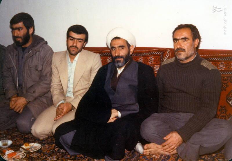 شهید عبدالرضا امینی(نفر دوم از راست)