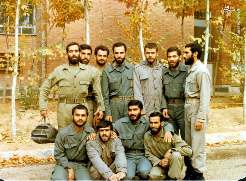 شهید عبدالرضا امینی(نشسته، نفر دوم از چپ)