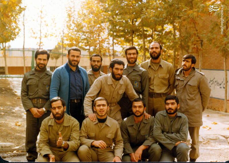 شهید عبدالرضا امینی(ایستاده، نفر اول از راست)