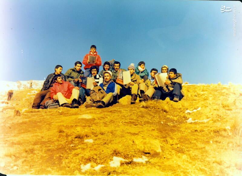 شهید عبدالرضا امینی(نشسته با بادگیر قرمز)