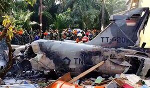 عکس/ سقوط یک جنگنده نظامی در اندونزی