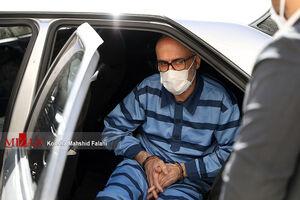 عکس/ خودروی حامل طبری به دادگاه