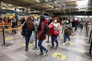 عکس/ راهکار رعایت فاصله اجتماعی در مترو
