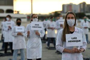 تظاهرات کارکنان بخش سلامت در پاریس +فیلم و عکس