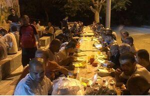 سفره مهربانی باشگاه نساجی در شب شهادت امام صادق(ع) +عکس